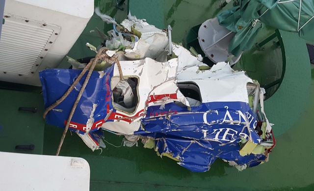 Mảnh vỡ máy bay được tìm thấy. Ảnh DT