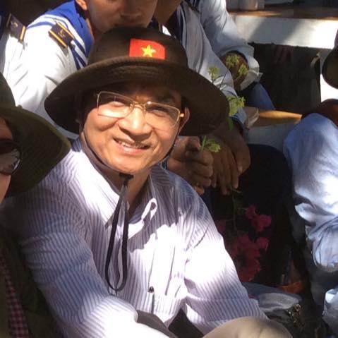 Nhà thơ - Tiến sĩ Lê Cảnh Nhạc trong chuyến công tác tại Trường Sa