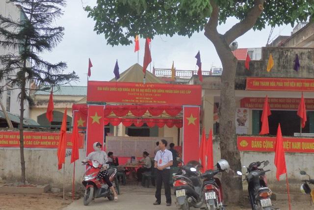 Bầu cử diễn ra nghiêm túc tại khu vực bỏ phiếu số 7, phường Quảng Tiến, thị xã Sầm Sơn