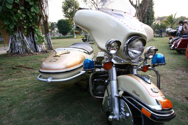Một chiếc Harley Davidson độ ba bánh rất cầu kỳ