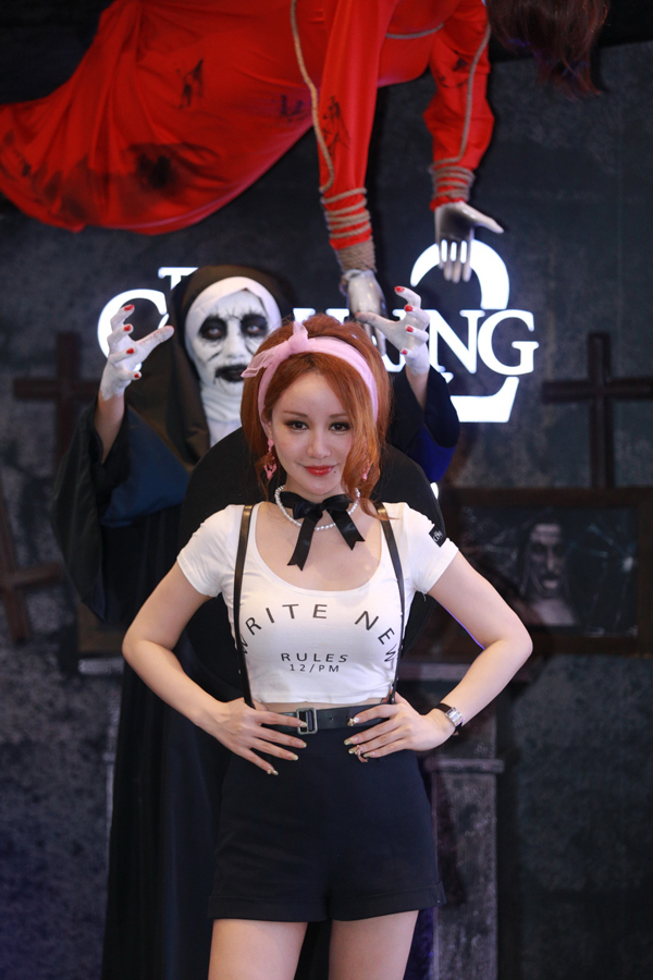 MC Việt Nga cũng vui vẻ dến tham gia buổi ra mắt phim.
