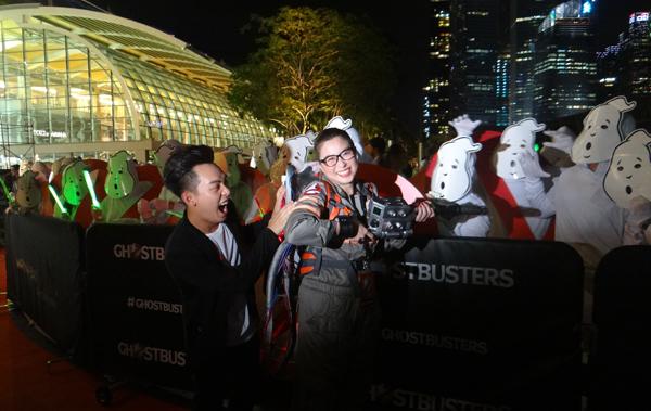 """Phở Đặc Biệt cũng là một trong những đại diện Việt Nam tham gia sự kiện lần này. Anh chàng đặc biệt hào hứng khi có cơ hội gặp gỡ nữ diễn viên nổi tiếng Hollywood cũng như chứng kiến binh đoàn """"ma"""" hoành tráng của chương trình."""