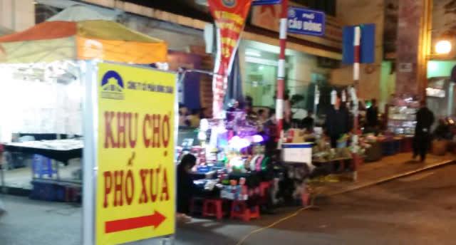 Chợ Phố Xưa nằm ở phố Cầu Đông (thuộc khu chợ Đồng Xuân). Ảnh: L.D