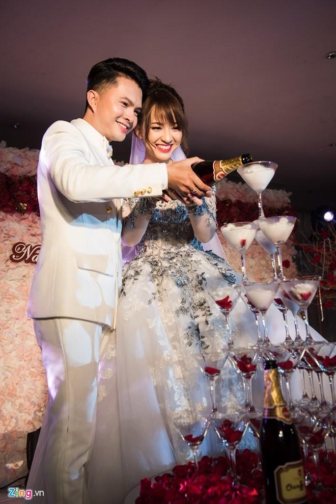 Vợ chồng Nam Cường trong lễ cưới tại TP HCM hồi tháng 3. Ảnh: Nguyễn Bá Ngọc