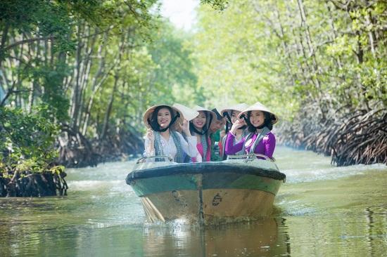 Thí sinh Hoa hậu Việt Nam hào hứng tham quan đảo Khỉ.
