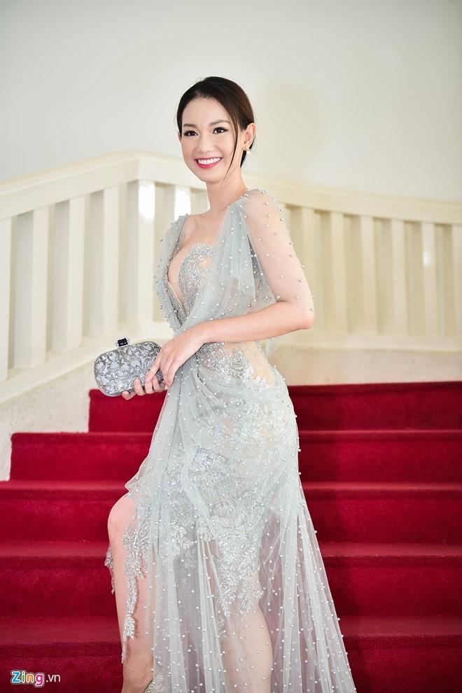 Quỳnh Chi hở bạo trong ngày ra mắt chương trình Cùng nhau tỏa sáng. Ảnh: Bá Ngọc