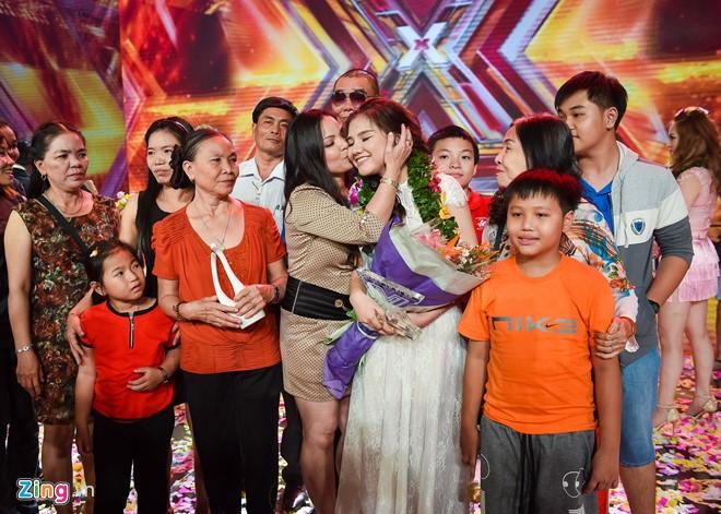 Mẹ và bà ngoại đưa cả gia đình ở An Giang lên TP HCM để cổ vũ Minh Như. Ảnh: Nguyễn Bá Ngọc
