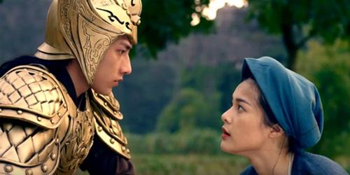 Mở màn phim khi Thái tử gặp Tấm, Hạ Vi đã cho người xem thấy thế nào là sự biểu cảm vô hồn của một diễn viên.