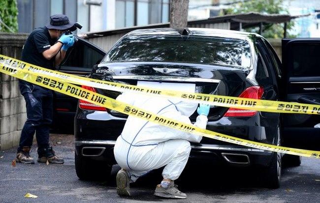 Chiếc xe của phó chủ tịch Lotte, bên trong là thư trăn trối.