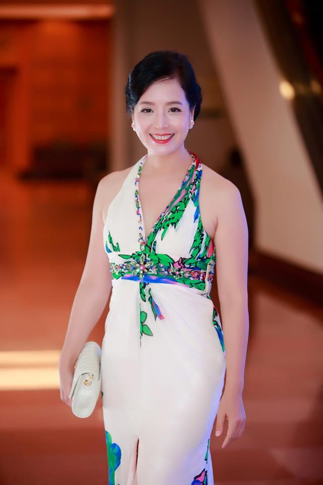 Một nữ diễn viên xinh đẹp và kiêu sa.