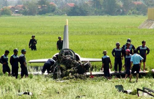 Phi công cố gắng tận dụng những giây phút cuối cùng lái máy bay ra khỏi khu dân cư.