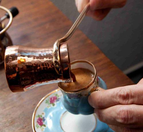 Để có những ly cà phê thơm ngon, bạn cũng cần có mẹo. Dưới đây là 10 bí quyết được chia sẻ trên Bright Side: