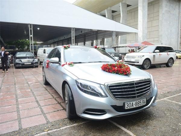 Chiếc xe hoa Chí Anh dùng đón cô dâu Khánh Linh.