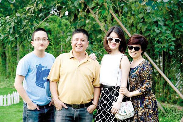 Nghệ sĩ Chí Trung – Ngọc Huyền bên con trai và con gái.
