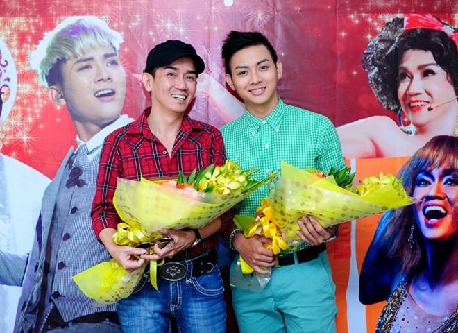 Minh Thuận và Hoài Lâm đến tòa soạn Zing.vn giao lưu sau khi đăng quang cuộc thi Gương mặt thân quen mùa 2. Ảnh: Thành Luân