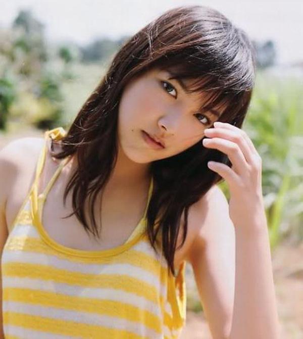 Nữ diên viên cấp 3 xinh đẹp Sana Nakajima.