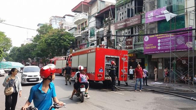 Lực lượng PCCC và xe cứu hỏa nhanh chóng được điều động đến hiện trường