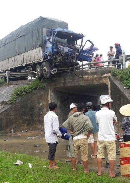 Hiện trường vụ tai nạn khiến 3 người thương vong.