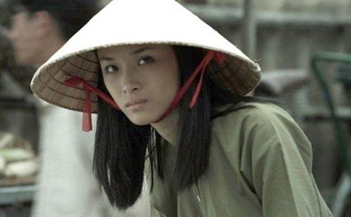 Hoa hậu Phương Nga nhập vai một cô giáo trong bộ phim Người trở về.