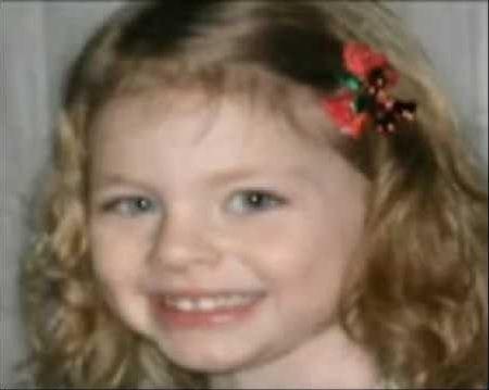 Cô bé Savannah, 5 tuổi đã gọi 911 cứu mạng bố mình.
