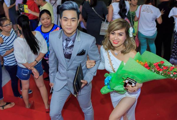 Quách Tuấn Du gây chú ý khi xuất hiện thân mật bên cạnh một cô gái tại Nhà hát Hòa Bình TP HCM.