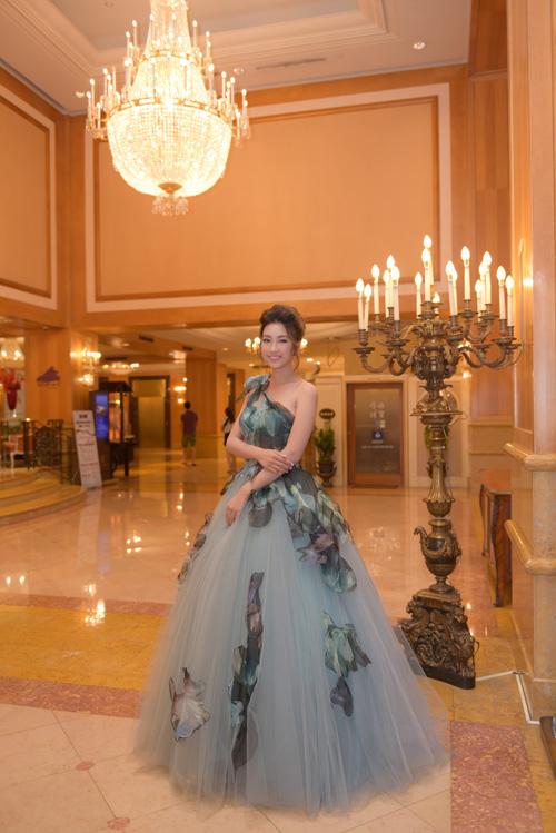 Hoa hậu Đỗ Mỹ Linh vừa dựchuỗi sự kiện tại Hong Kong - Cao Hùng - Đài Bắc. Trong đó, nổi bật nhất là việc góp mặt tại đêm gala dành cho lãnh đạo cấp cao của một tập đoàn đa quốc gia về sức khỏe, dinh dưỡng.
