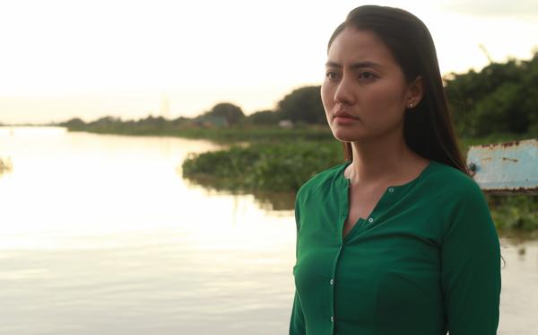 Sau chuyến đi nghỉ ở Mỹ cùng chồng sắp cưới Thanh Bình, Ngọc Lan trở lại phim trường. Cô đóng vai người chị hiền lành, sẵn sàng hy sinh tất cả cho em gái trong phim Nó là con tôi.
