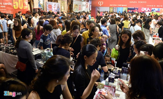 Ngày hội siêu giảm giá tổ chức tại khách sạn Fortuna (Hà Nội) trong hai ngày 15 và 16/10 với sự góp mặt của gần 300 thương hiệu thời trang, mỹ phẩm, nước hoa và phụ kiện.
