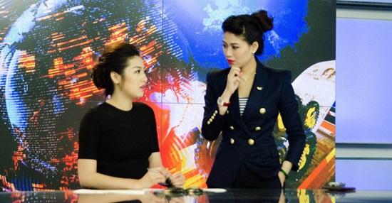 Á hậu Dương Tú Anh hiện đang luyện tập trở thành một MC dưới sự hướng dẫn của BTV Ngọc Trinh.