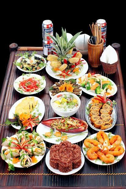 Mâm cỗ được chính đầu bếp bày biện ngay tại nhà là dịch vụ hot của kinh doanh đồ ăn chay.