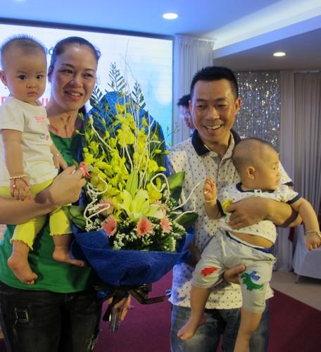 Hai bé sinh đôi nhà chị Thủy đã được 9 tháng tuổi. Ảnh: N.P.