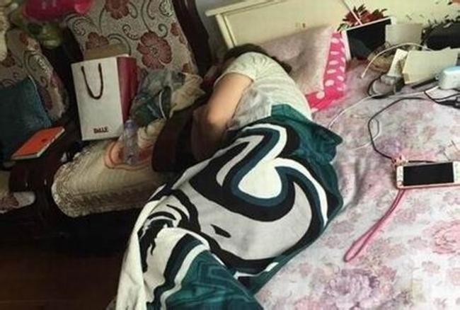Mẹ của chị Lưu đã cùng con chống chọi với bệnh tật trong hơn 2 năm trời.