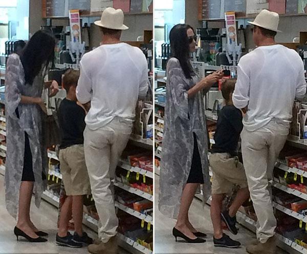 Khi đó, vợ chồng Jolie trông vẫn rất tươi vui và gắn kết. Họ giúp các con chọn đồ và không ngừng trò chuyện.
