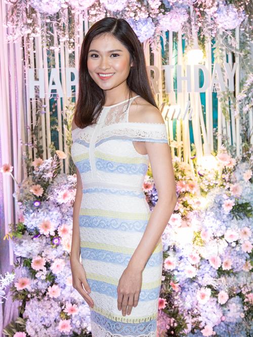 Á hậu Việt Nam 2016 Thùy Dung là một trong số ít khách mời dự tiệc sinh nhật của Thu Minh.