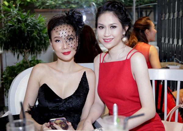 Cựu người mẫu vui vẻ hội ngộ Hoa hậu Đông Nam Á 2014 Thu Vũ.