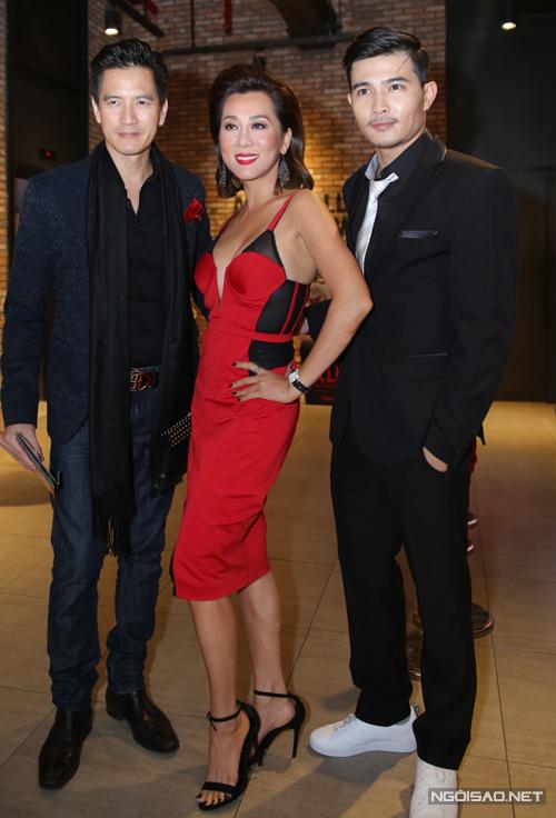 Kỳ Duyên và bạn trai tới chúc mừng diễn viên Quang Sự có vai diễn mới trong phim hành động.