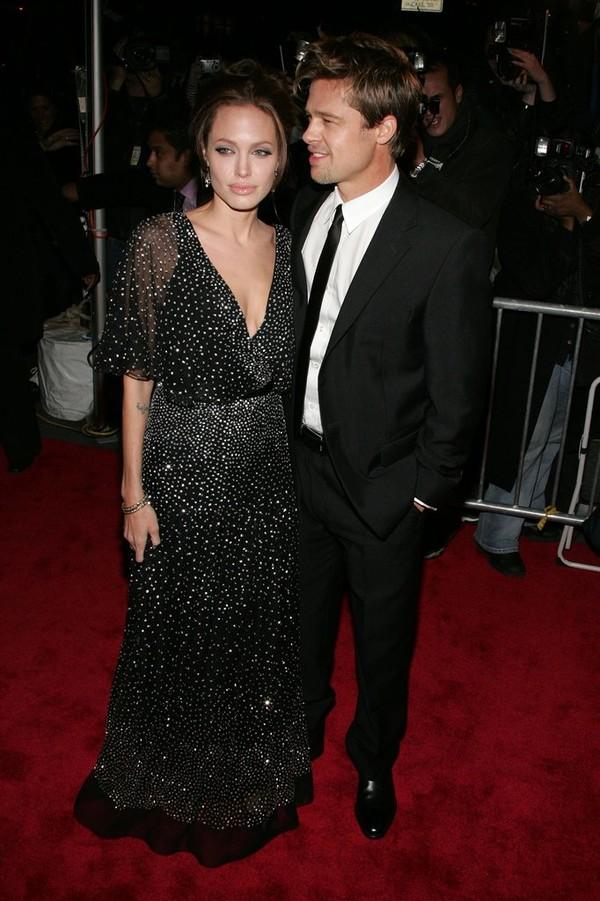 Tháng 12/2006, cặp đôi lần đầu xuất hiện trên thảm đỏ cùng nhau tại buổi công chiếu phim của Angelina.