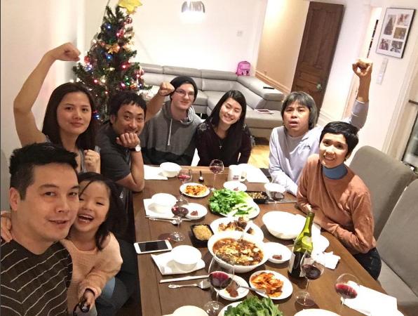 Gia đình Vân Anh tiếp đón đạo diễn Nguyễn Quang Dũng và các đồng nghiệp dùng bữa tối tại nhà. Nữ diễn viên vẫn giữ liên lạc, dõi theo hoạt động của các đồng nghiệp tại Việt Nam thông qua báo chí và mạng xã hội. Cô mong muốn một ngày nào đó, nếu có cơ hội, sẽ trở về Việt Nam để tiếp tục làm người mẫu ảnh và MC.