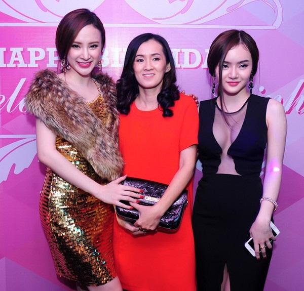 Tuy vẫn thích gợi cảm nhưng Phương Trang đã biết chú ý lựa chọn những bộ đồ tiết chế hơn, phù hợp với tuổi 20.