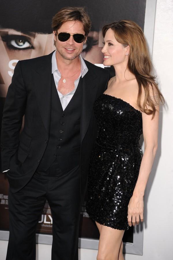 Tháng 7/2010, Brad và Angelina hạnh phúc ở buổi công chiếu phim Salt của cô sau khi thắng kiện trang báo News of the World.