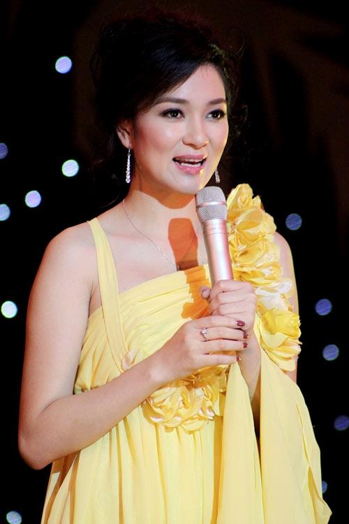 Nguyễn Thị Huyền có thời gian ngắn công tắc tại VTV4.
