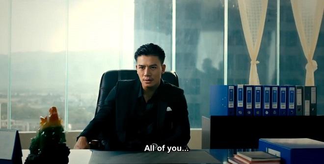 Cảnh Huỳnh Côn ngồi vào vị trí ông trùm là một trong những đoạn buồn cười nhất trong phim.
