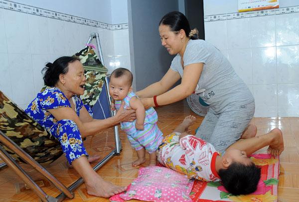 Anh Công và chị Chu Thị Tám cưới nhau được 8 năm và có hai người con.