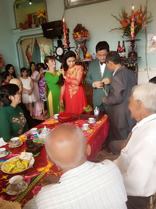 Huỳnh Anh Tuấn từng một lần đổ vỡ hôn nhân. Anh có với vợ đầu 4 người con.
