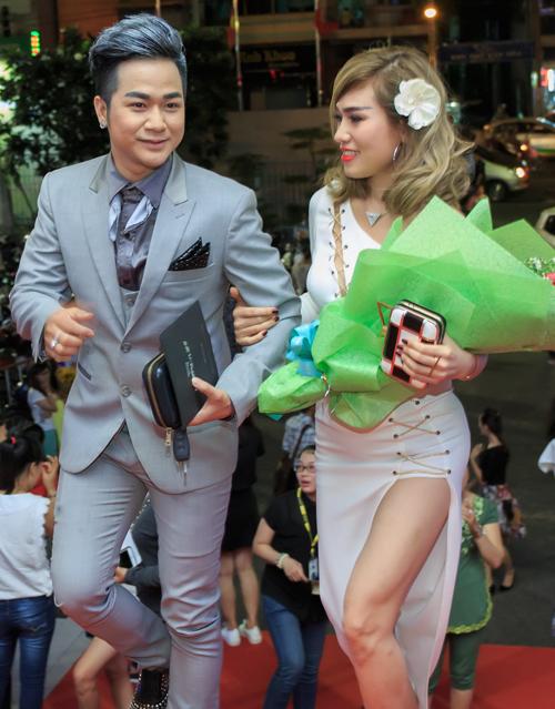 Cặp đôi tới thưởng thức đêm thứ hai trong liveshow tiền tỷ kỷ niệm 20 năm ca hát của Đàm Vĩnh Hưng.