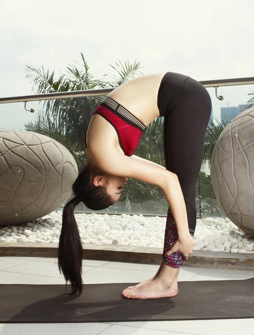 Mỹ nhân quê Nam Định thích bộ môn yoga vì các bài tập giúp lưu thông khí huyết, làm tinh thần thư thái, cơ thể dẻo dai. Mỗi tuần Hoa hậu tập 3 ngày. Khi làm được một động tác khó là tôi thấy rất sảng khoái, thích thú. Yoga giúp tôi tự tin, xua tan muộn phiền trong cuộc sống, Kỳ Duyên nói.