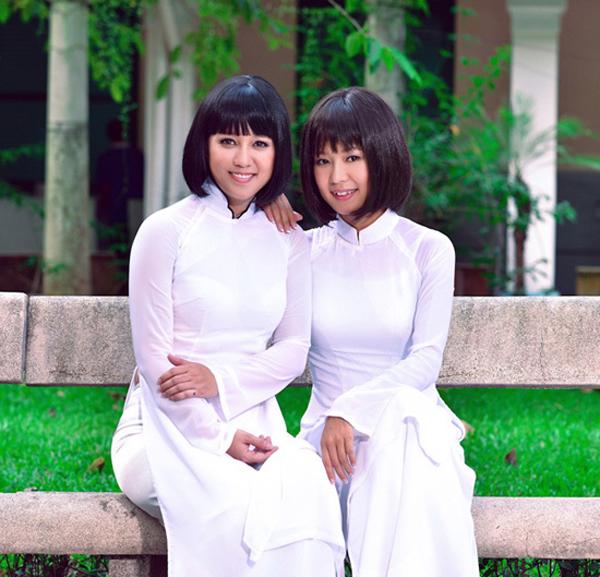 Diễm Quyên (phải) trong lần quay MV Tình thơ cùng Ngọc Linh.