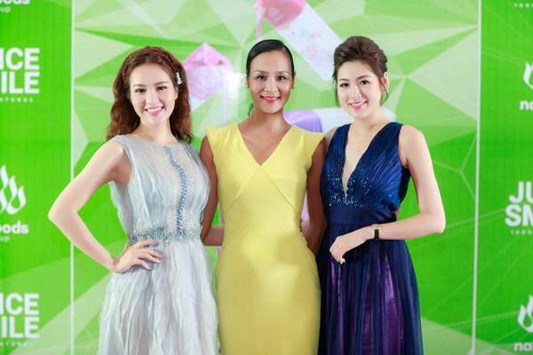 Tú Anh và Thuỵ Vân hội ngộ đàn chị - người đẹp Bảo Ngọc tại sự kiện.