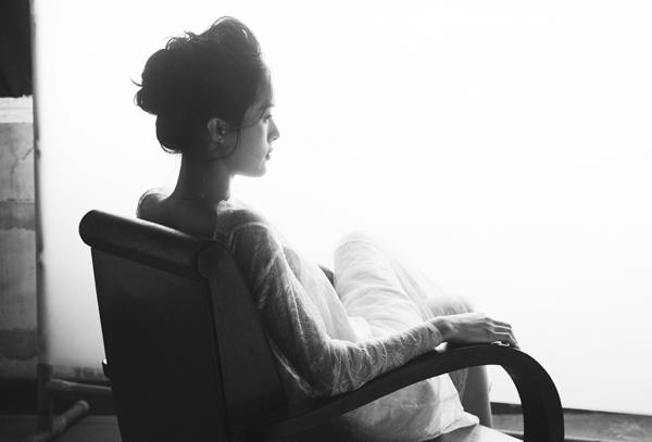 Vai diễn cô Tấm của Hạ Vi trong Tấm Cám: Chuyện chưa kể gây nhiều tranh cãi. Hạ Vi tâm sự, cô thấy buồn khi đọc những lời miệt thị, chê bai từ antifan.