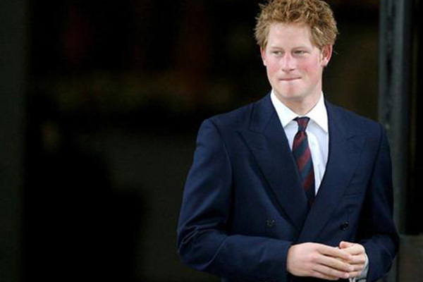 Hoàng tử Harry chắc hẳn sẽ cảm thấy muối mặt khi nhớ lại quá khứ kinh hoàng của mình.